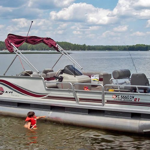 Pontoon boat motor fishing boat rentals northern for Wisconsin fishing resorts with boat rentals