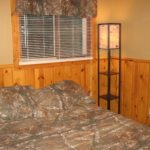 Grazian's Lake View Cabin Queen bed